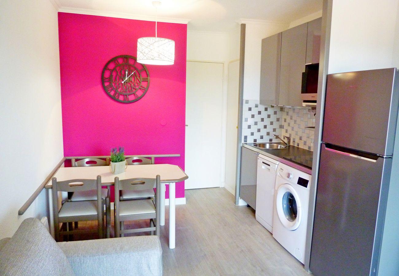 Studio in Agay - Cap Esterel centre Village: Studio vue massif Esterel C7 - 76la- lave linge