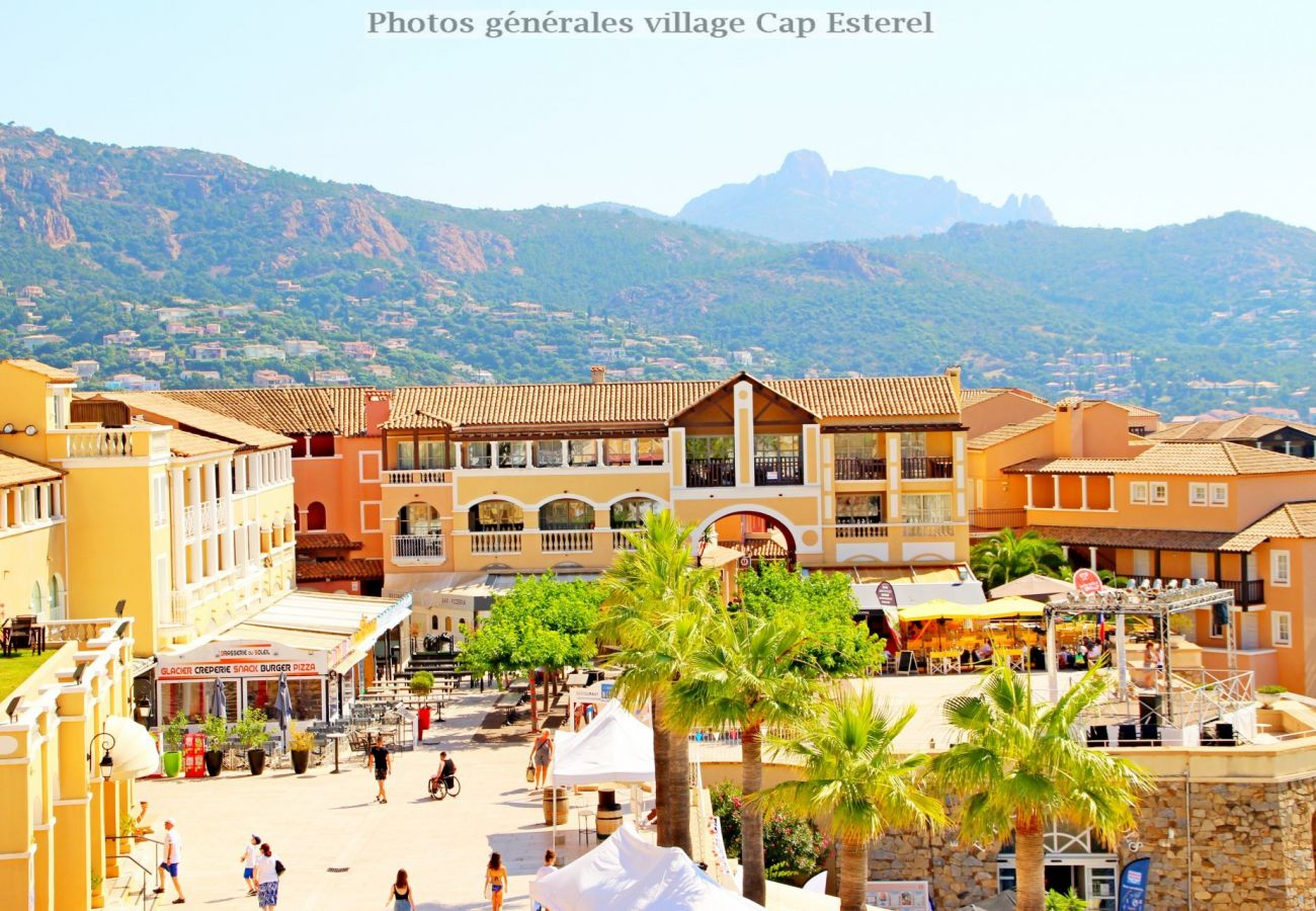 Ferienwohnung in Agay - CAP ESTEREL VILLAGE : 2 pièces mer terrasse d'angle C4- 57la