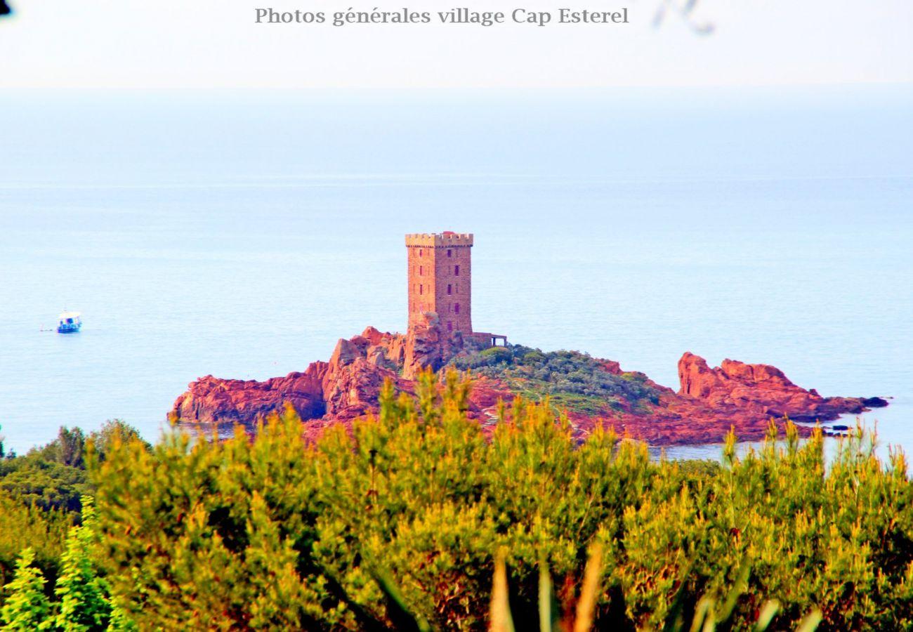Ferienwohnung in Agay - CAP ESTEREL VILLAGE : 2 pièces rez de jardin calme rénové F3 - 91la