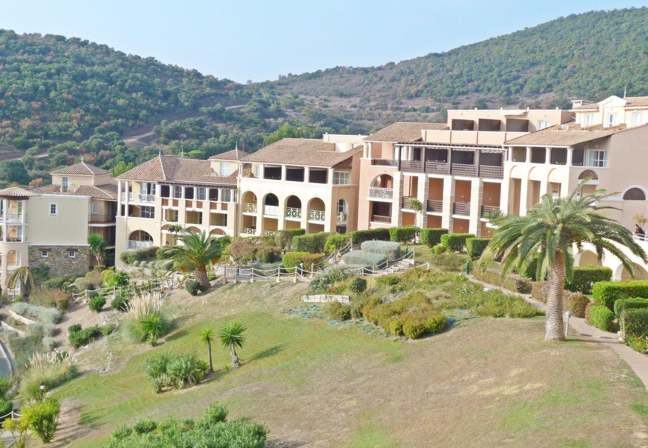 Ferienwohnung in Agay - Cap Esterel Village : 2 pièces dernier étage grande terrasse P5- 285la