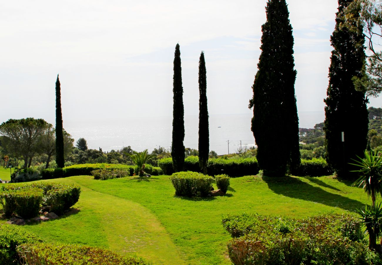 Ferienwohnung in Agay - Cap Esterel Village : beau 3 pièces central climatisé : Bat. VJ - 300la