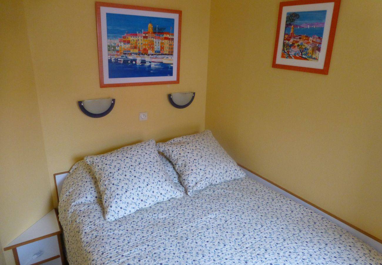 Apartment in Agay - CAP ESTEREL VILLAGE : 2 pièces mer terrasse d'angle C4- 57la