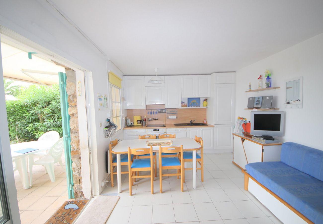 Apartment in Agay - Cap Esterel Village : 3 pièces rez de jardin VJ- 274la