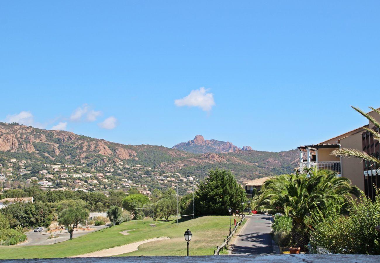 Vue depuis la terrasse de l'appartement sur le golf de Cap Esterel à Agay