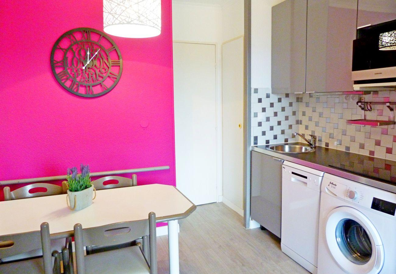 Studio à Agay - Cap Esterel centre Village: Studio vue massif Esterel C7 - 76la- lave linge