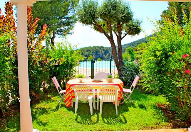 Le jardin de l'appartement de la résidence Rivage du Lac au Dramont