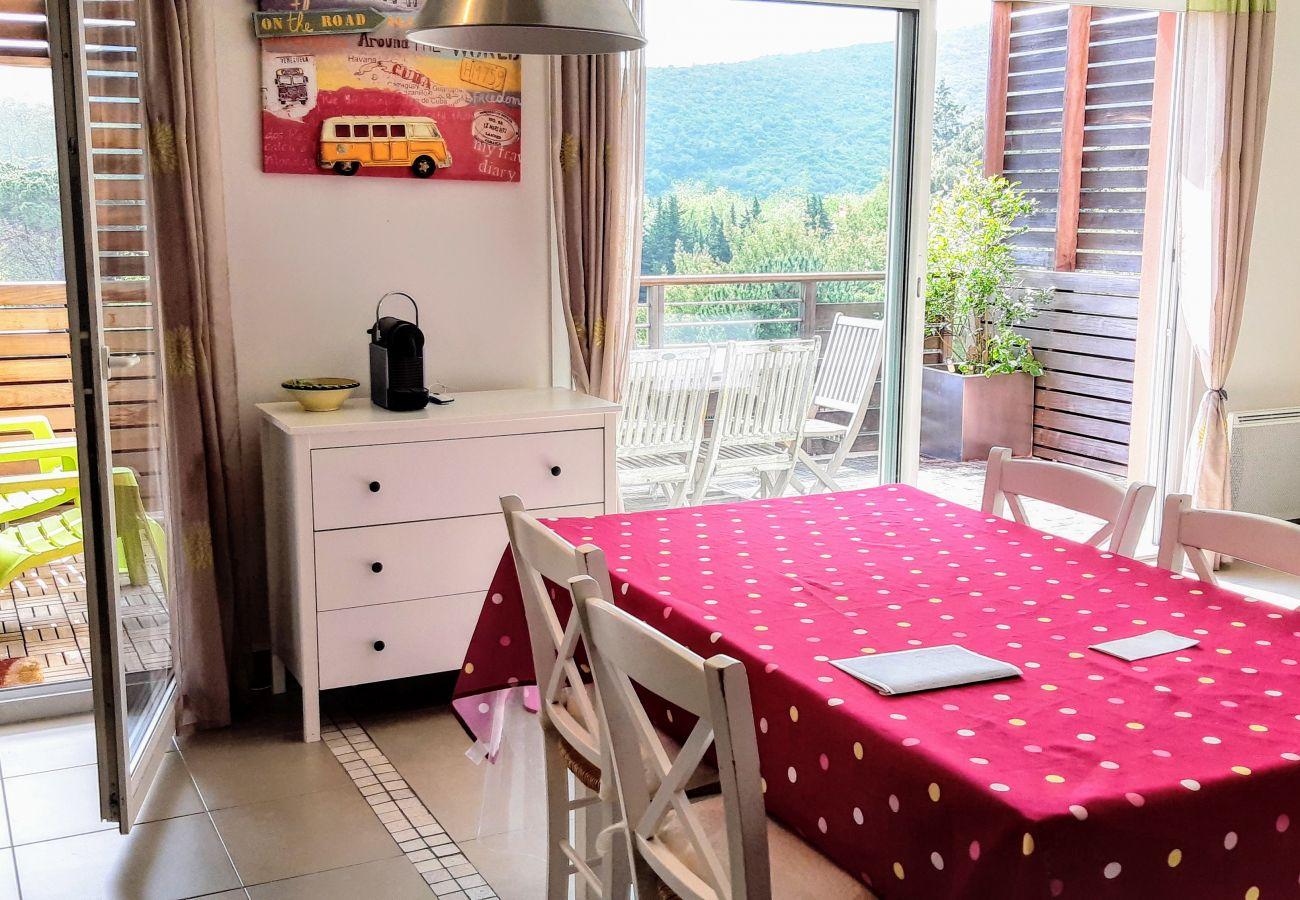 La cuisine de l'appartement de la résidence Rive Nature à Agay