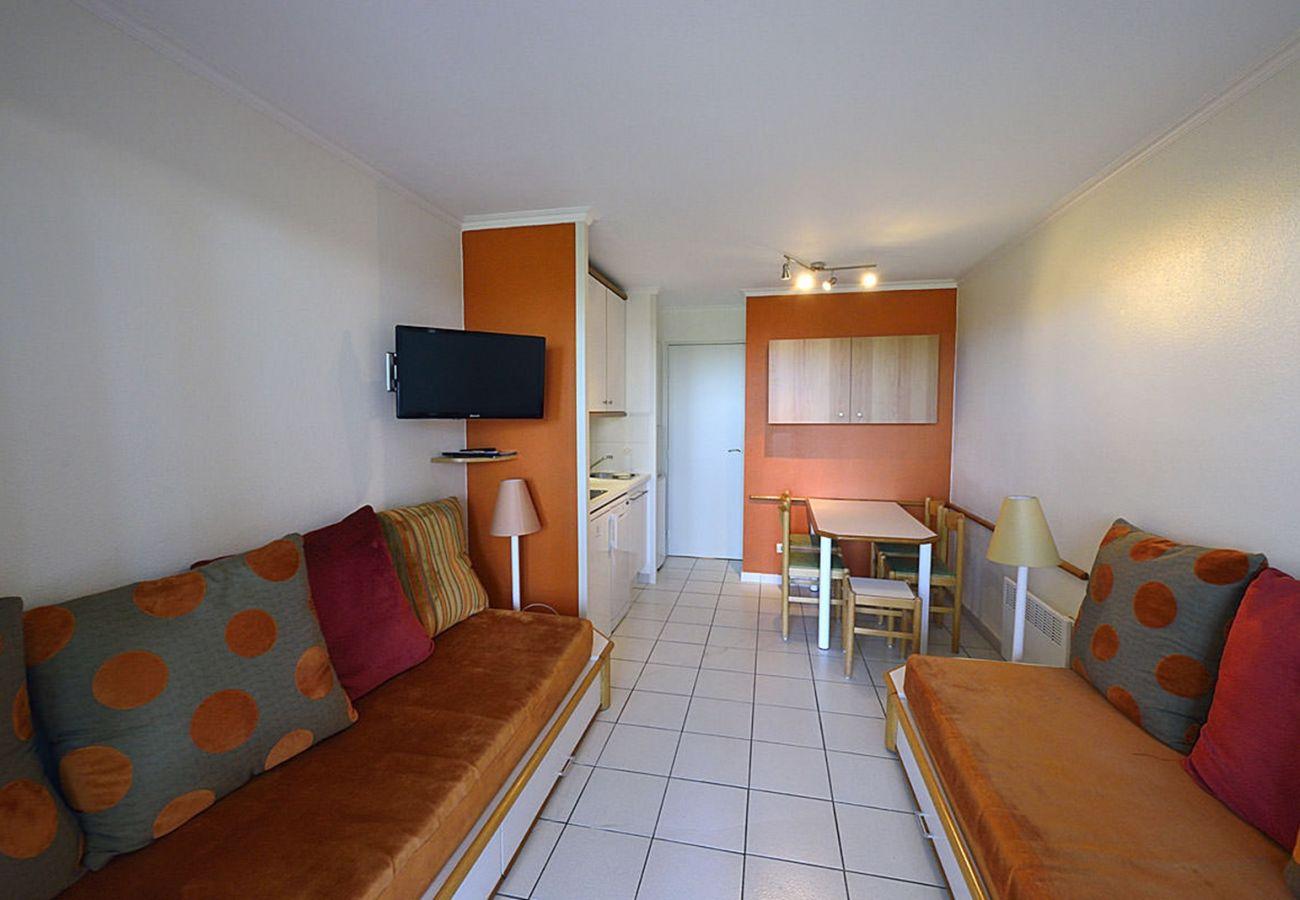 La cuisine et le séjour de l'appartement de Cap Esterel à Agay