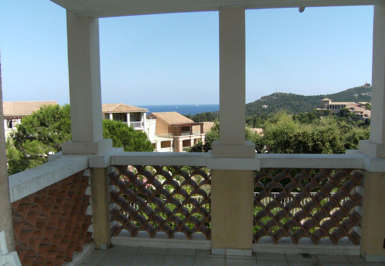 La vue sur la mer depuis la terrasse de l'appartement de Cap Esterel à Agay