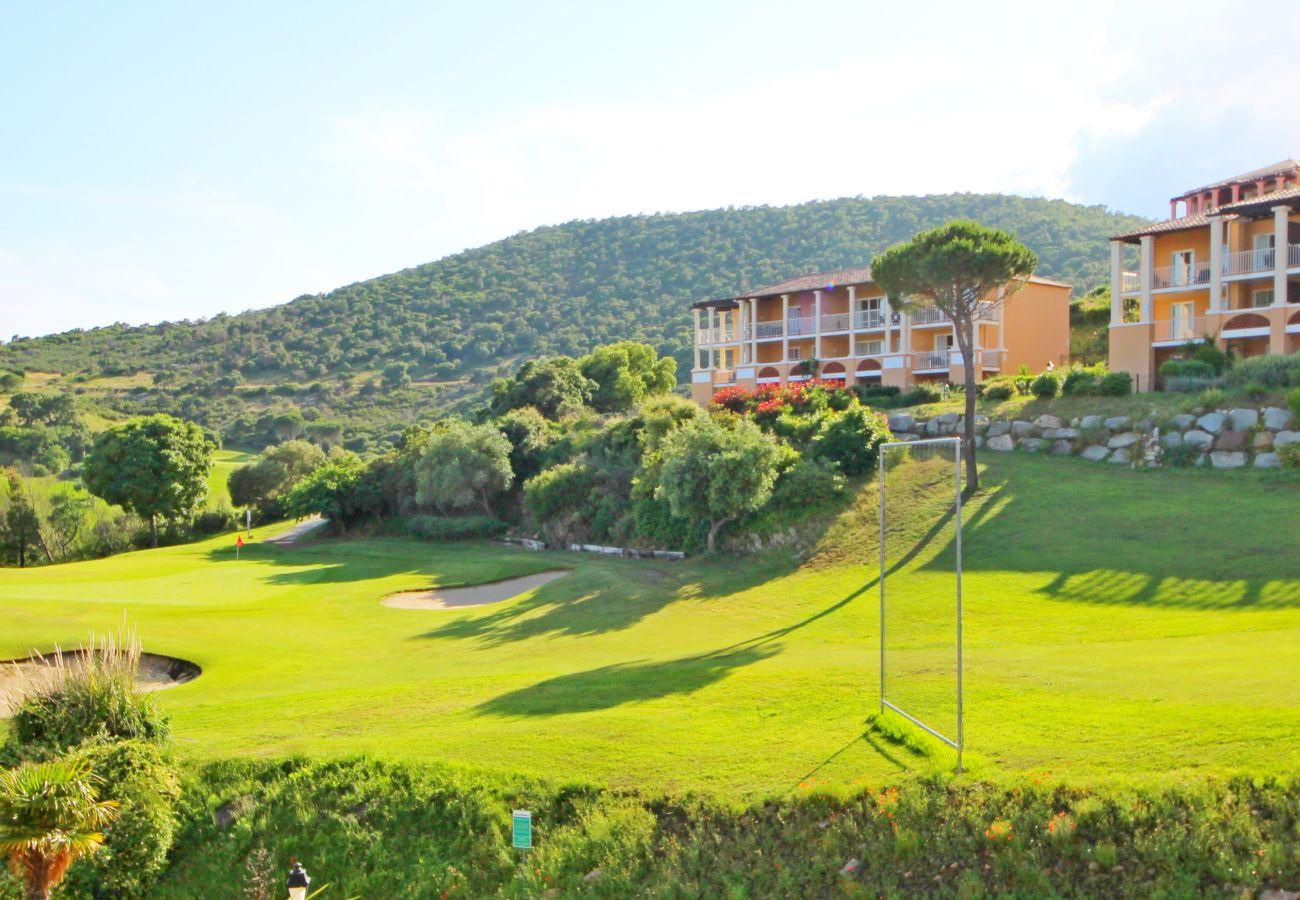 La vue depuis la terrasse sur le golf de Cap Esterel à Agay