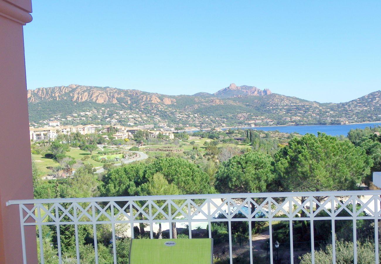La vue et la terrasse de l'appartement de Cap Esterel à Agay