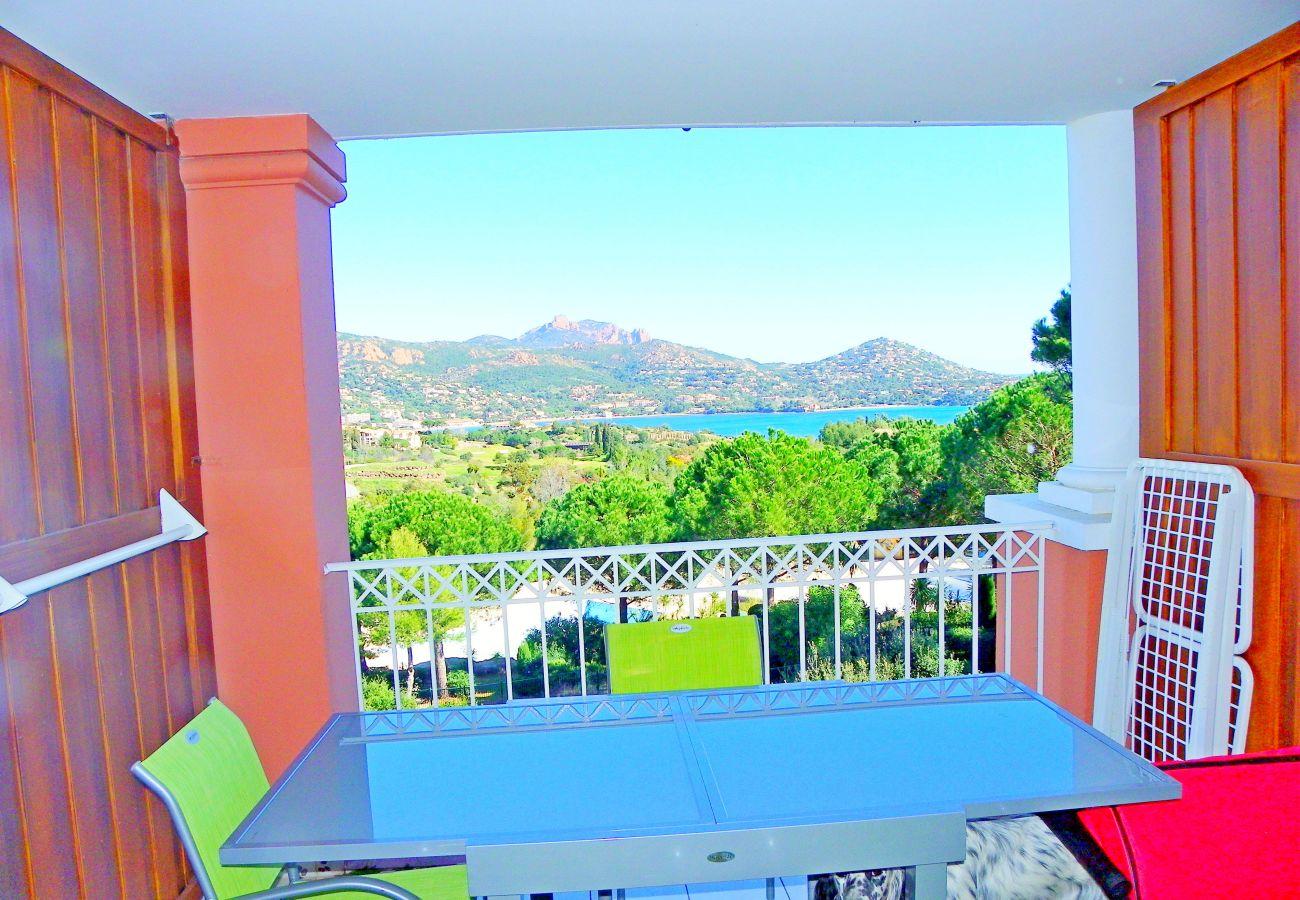 La terrasse et la vue du studio de Cap Esterel à Agay