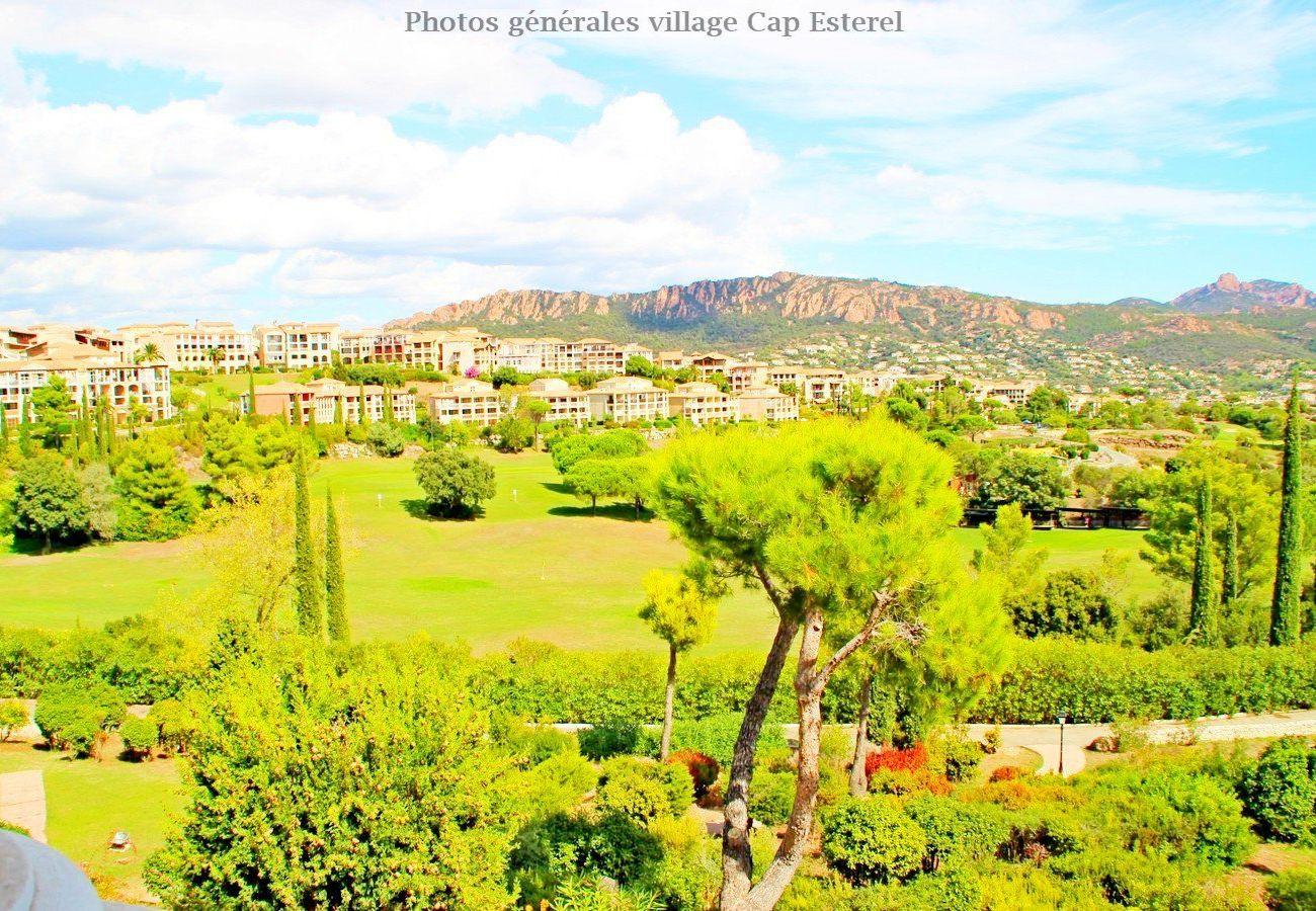 Appartement à Agay - CAP ESTEREL VILLAGE: 2 pièces rez de jardin au calme central- F2 225la