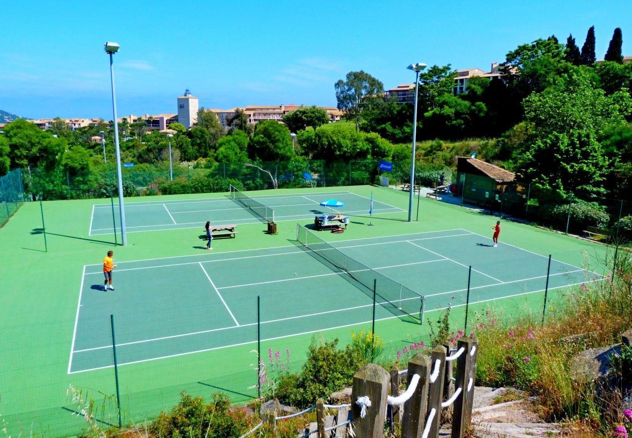 Appartement à Agay - Cap Esterel village zone H4, T2 vue mer terrasse - H4 120la