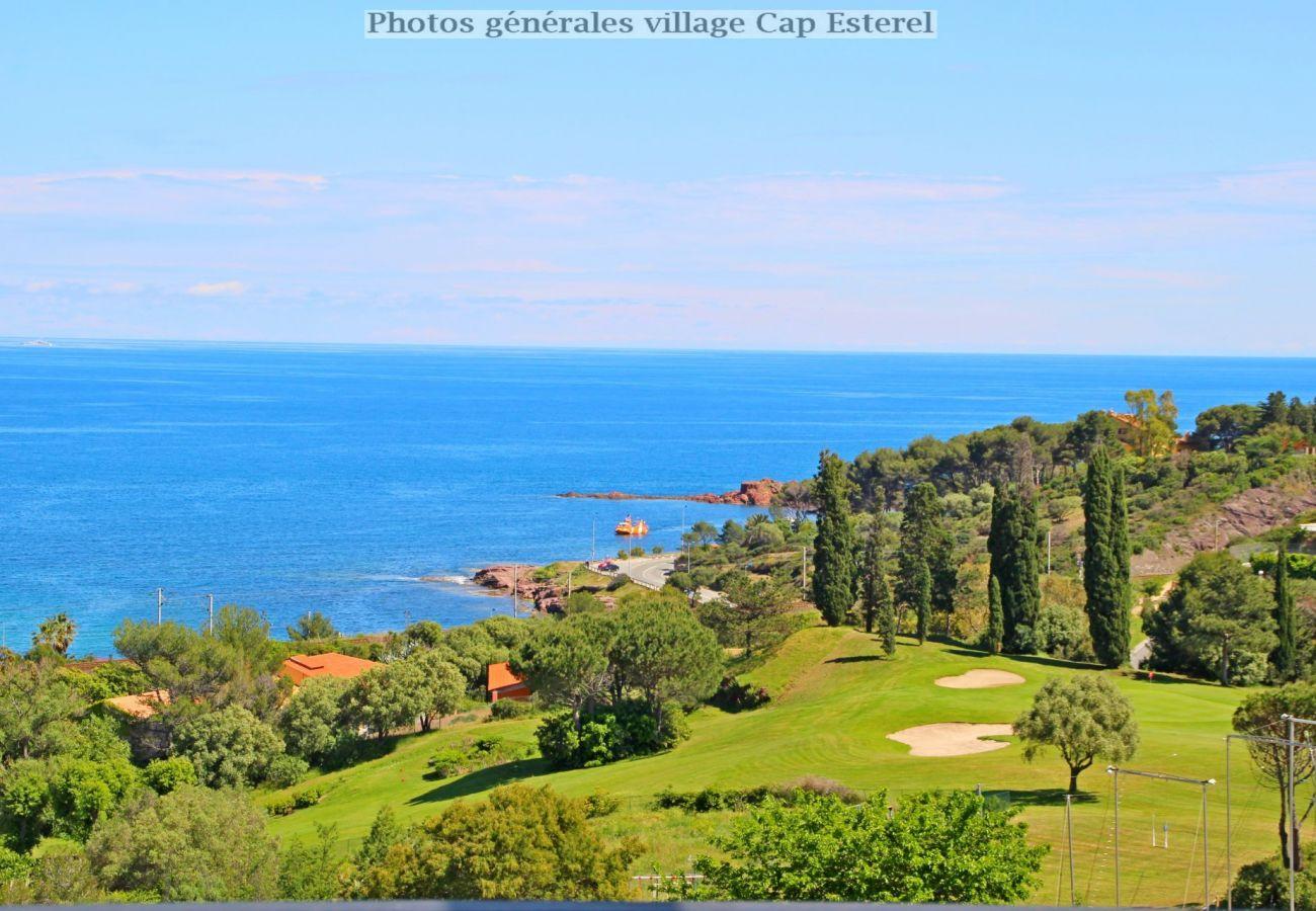 Appartement à Agay - Cap Esterel village : 2 pièces jardin vue mer R1 -72la