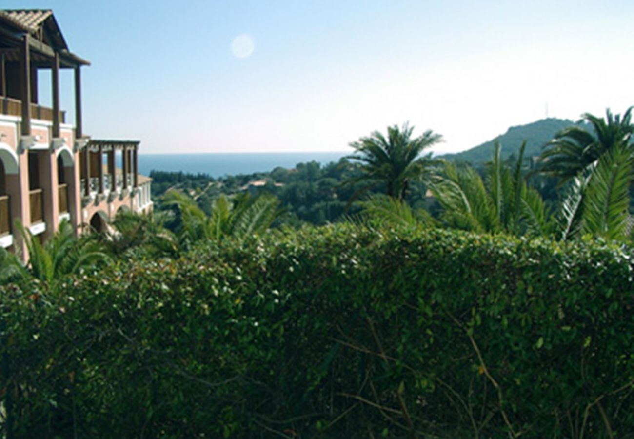 La vue depuis le jardin de l'appartement de Cap Esterel à Agay