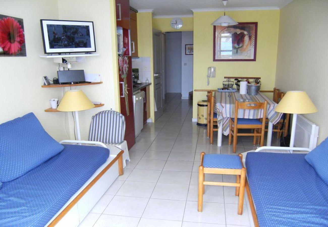 Le séjour et la cuisine de l'appartement de Cap Esterel à Agay