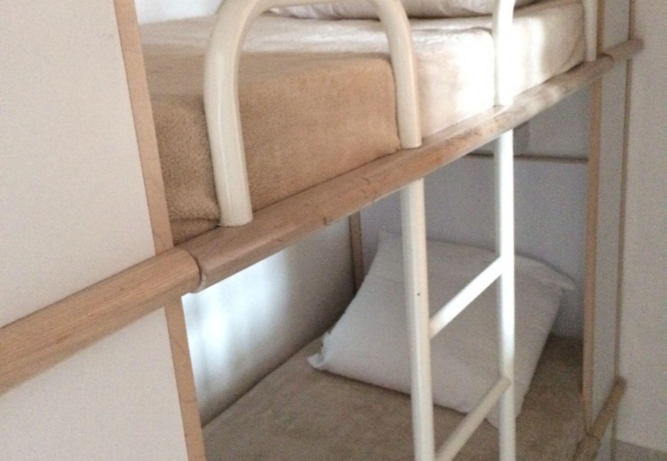 La chambre avec lit superposé de l'appartement de Cap Esterel à Agay