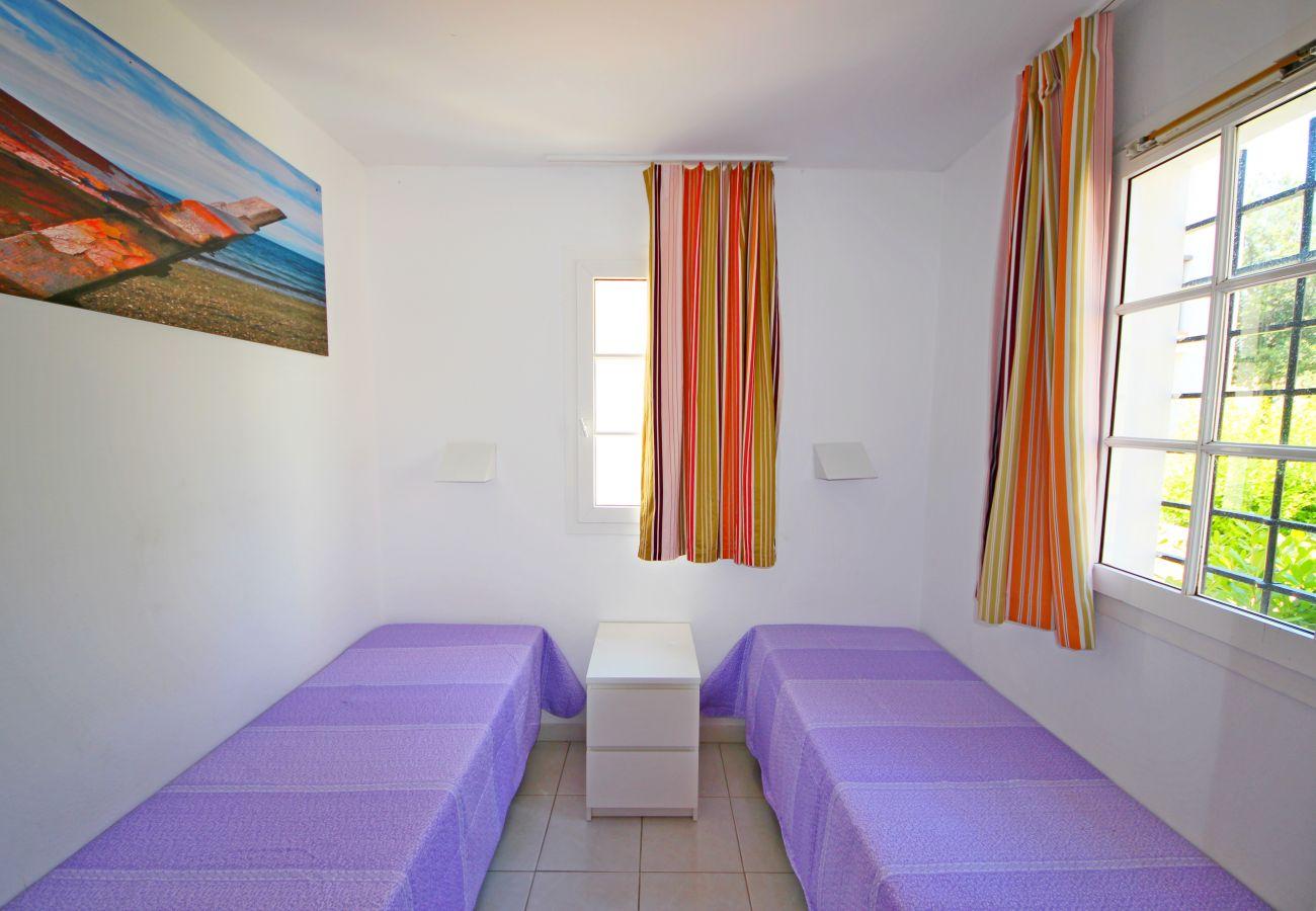 La chambre avec lits jumeaux de l'appartement de Cap Esterel à Agay