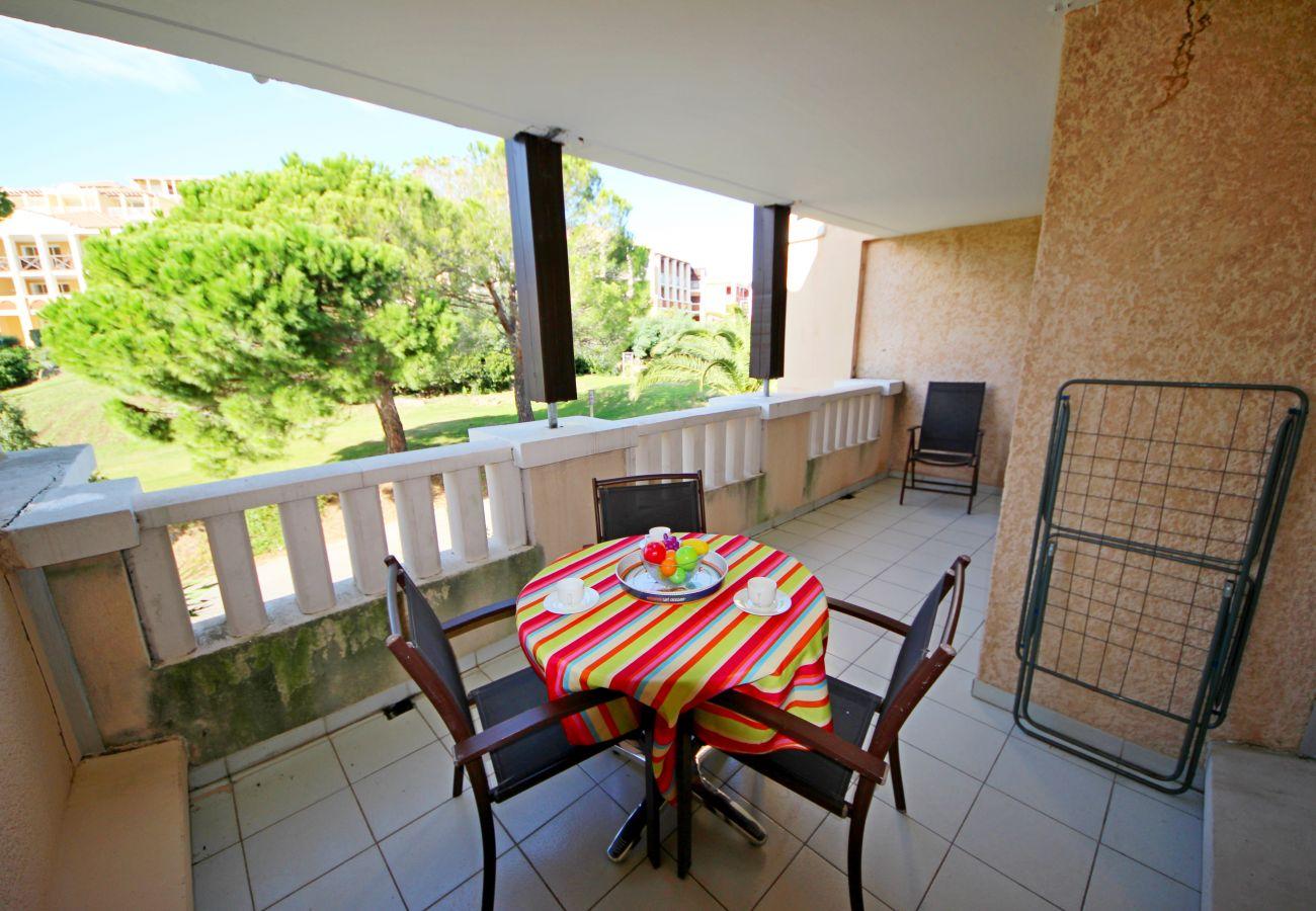 Studio à Agay - Cap Esterel Village : studio étage vue golf  J2 : 357la