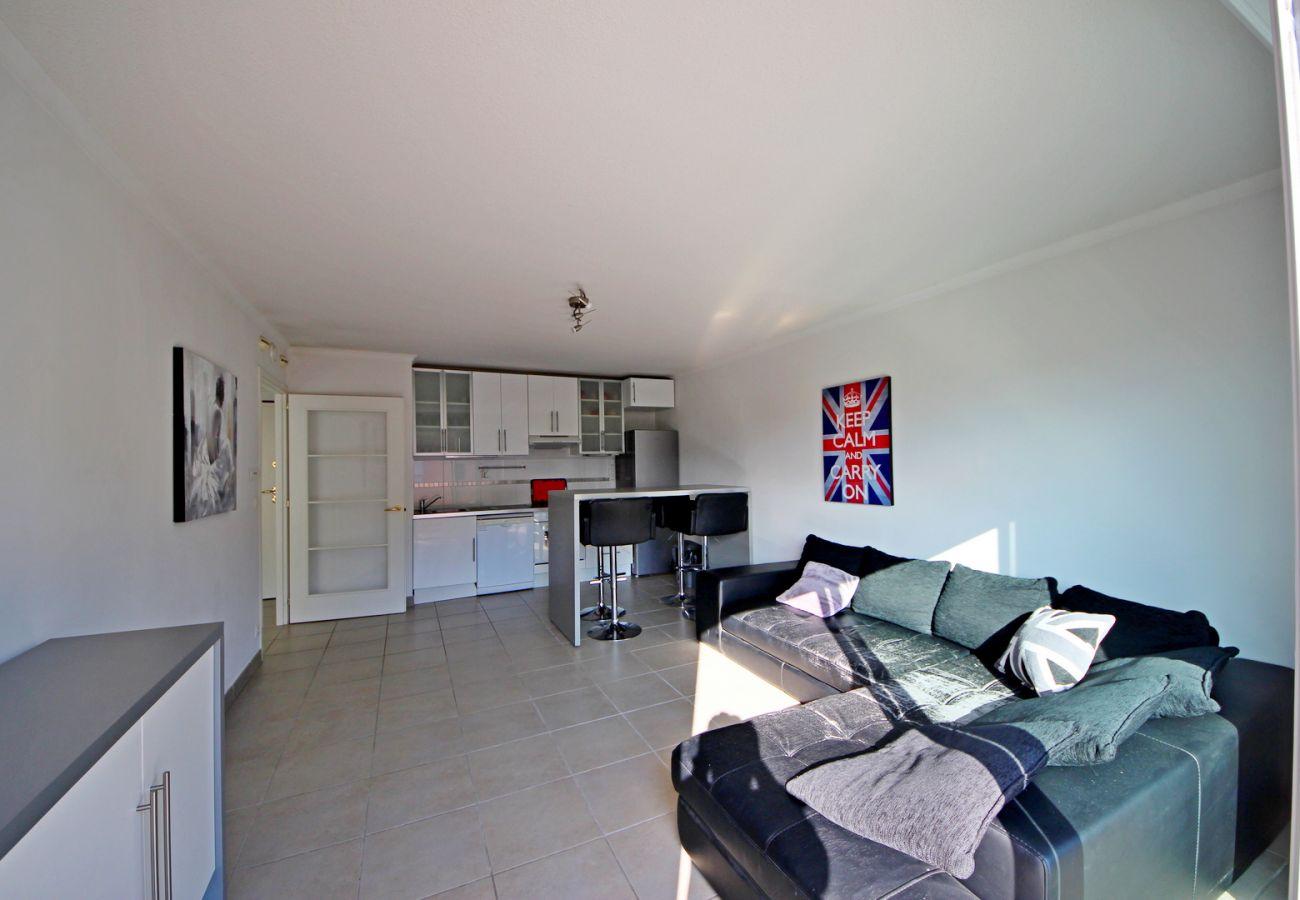 Appartement à Agay - AGAY RIVE NATURE T3- 513la 3ème étage, terrasse couverte, lumineux